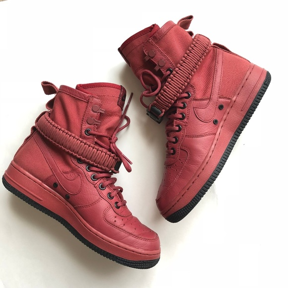 outlet store f8654 fef1b Nike Women s SF Air Force 1 High Top Sneaker 7.5. M 5aea2c6e8290af66b3751d4f